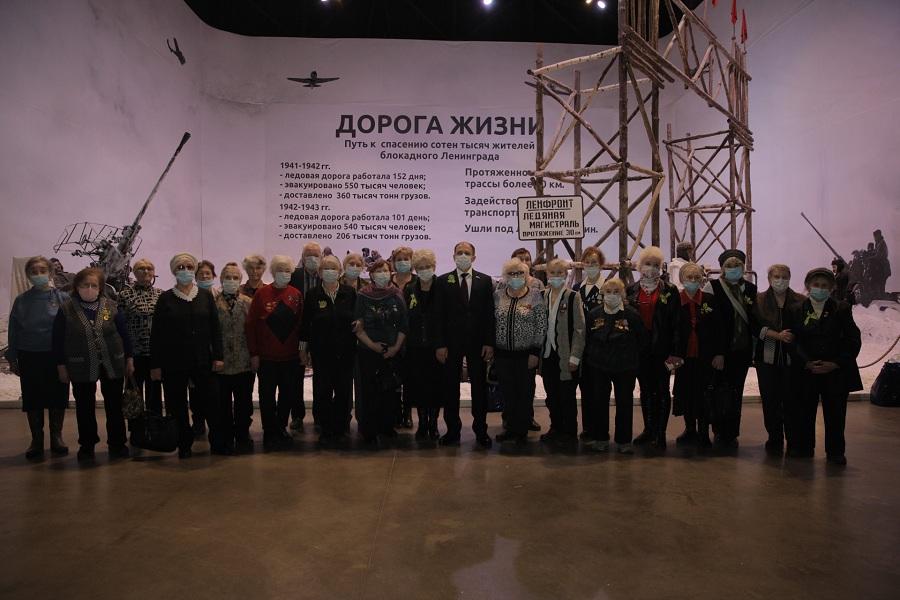 Михаил Романов встретился с жителями блокадного Ленинграда в патриотическом объединении «Ленрезерв»