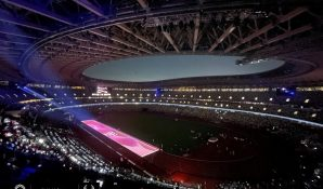 Уникальное световое шоу организовали в Токио во время финальной «стометровки» легкоатлетов